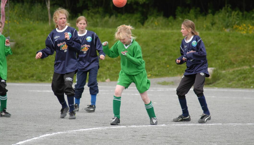 Flere trenere i Norge er opptatt av tidlig spesialisering i barneidretten. Men i idretter som fotball og ski kan den vente til 14 eller15-årsalderen, ifølge forsker. (Foto: Jan Emil Ellingsen)