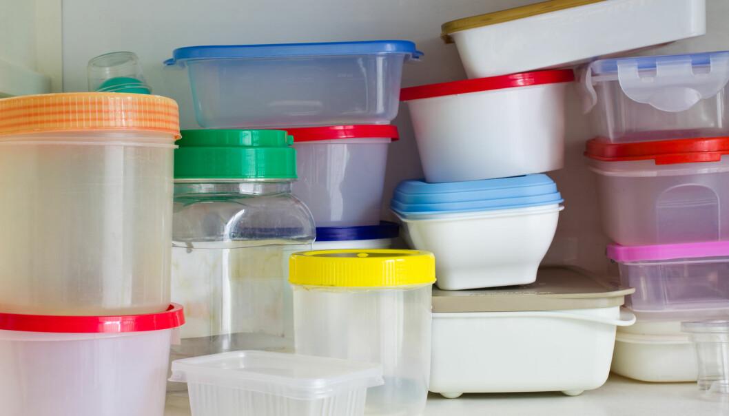 Nye plastbeholdere er ofte merket som BPA-fri. Men de kan likevel inneholde stoffer som trolig har samme virkning. Foto: patpitchaya / Shutterstock / NTB scanpix)