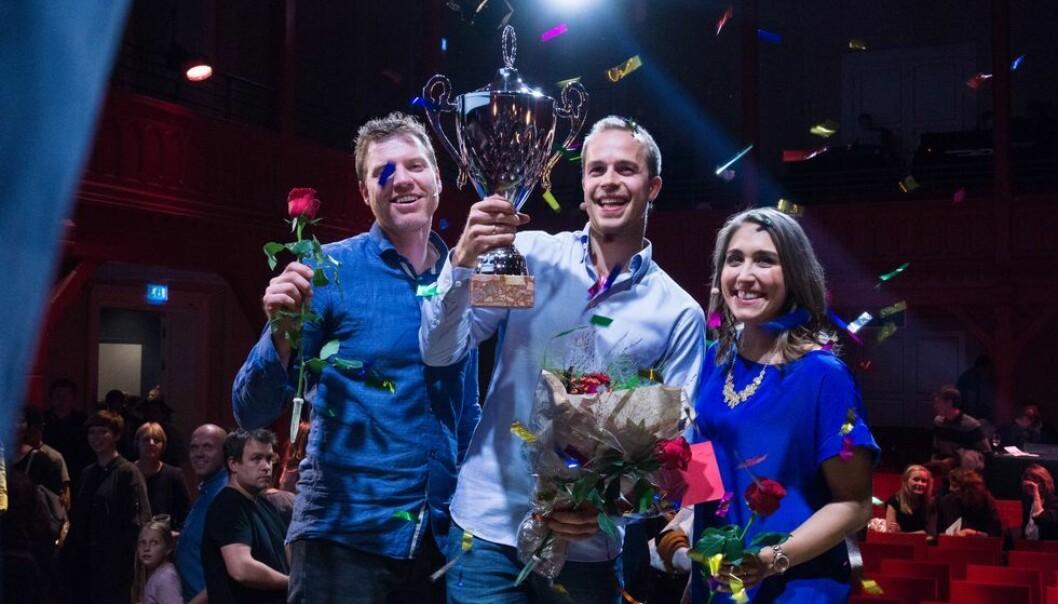 Tre superfinalister ble til slutt én vinner. her er Torbjørn Øygard Skodvin flankert av medsuperfinalister Morten Svendsen Næss og Brittany Marie DiSanti. (Foto: Inga Rygg)