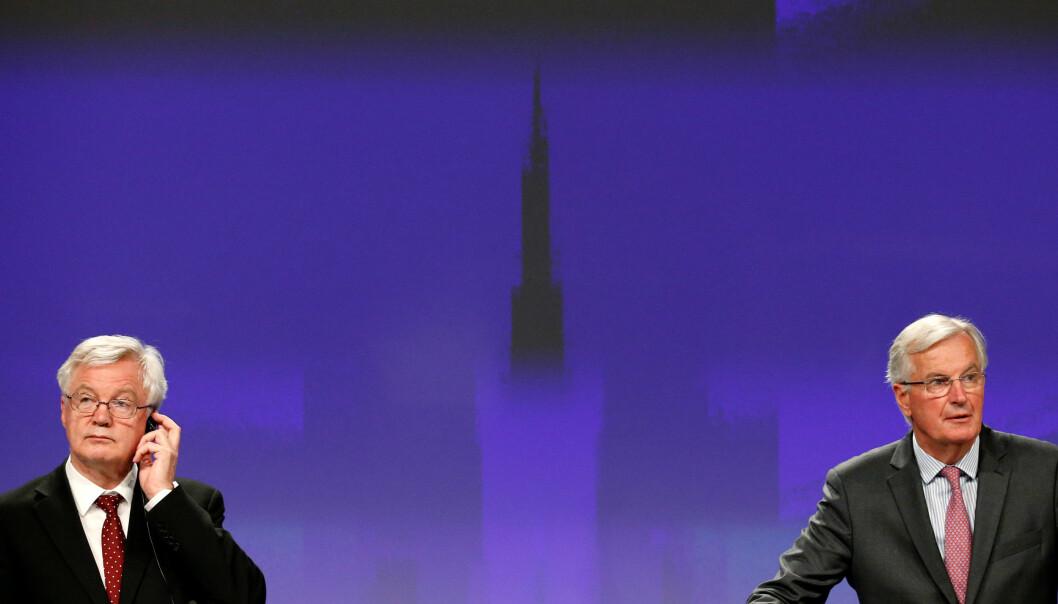 EUs sjefforhandler om brexit Michel Barnier og Storbritannias brexitminister David Davies. Bildet er tatt under forhandlingene 28. september. (Foto: Olivier Matthys, AP, NTB scanpix)