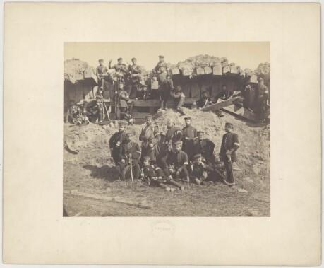b26c3a7c Prøyssiske soldater foran sønderskutt blokkhus. Igjen er bildet tatt av  Christian Friedrich Brandt (1823