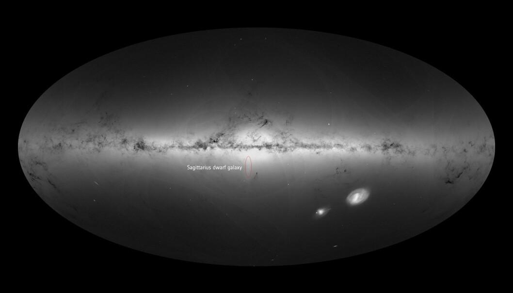 Melkeveien og dverggalaksen Sagittarius (rød ring) sett av ESAs romteleskop Gaia. (Foto: ESA/Gaia/DPAC)