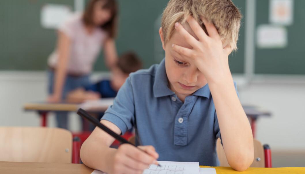 Barn som er plassert utenfor hjemmet, eller der foreldre får hjelp fra kommunen til å mestre rollen som foreldre, klarer seg i gjennomsnitt dårligere i skolen enn andre barn.  (Foto: racorn / Shutterstock / NTB scanpix)