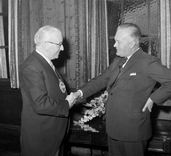 Jean Lesage (til høyre) med Londons borgermester i 1963, Ralph Perring. (Foto: Topfoto / NTB scanpix)