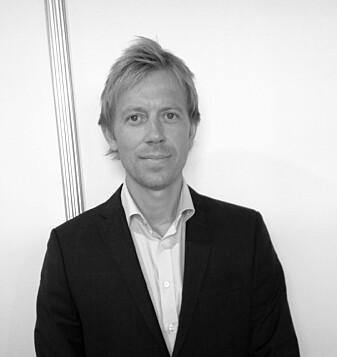 Christoffer Lund har forsket på kjemikalier som kan få mer olje ut av reservoarene. (Foto: Unger Fabrikker AS)