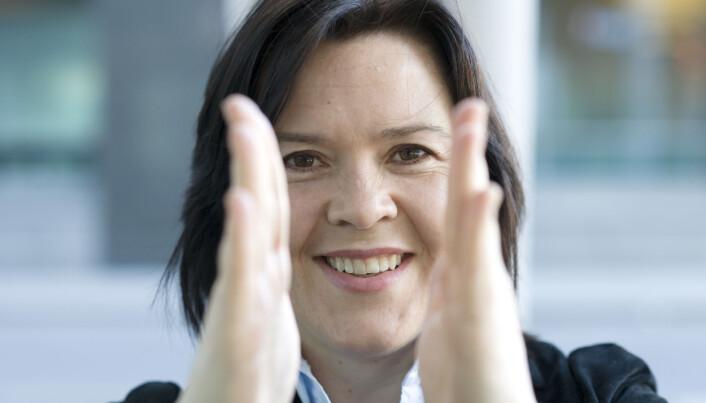 Elisabeth Holvik, sjeføkonom i SpareBank1, mener at vi må tilbake til nivådeling i skolen. – For at alle skal hoppe over den samme lista, så må den senkes, mener hun. (Foto: SpareBank1)