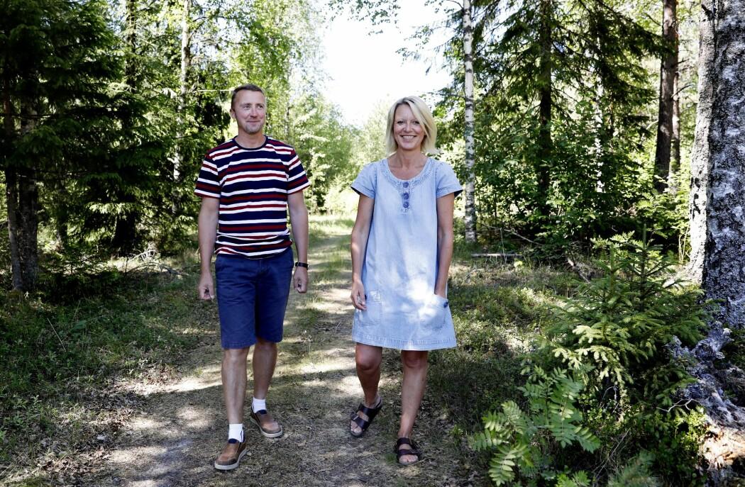 Nils Raymond og kona Cathrine Nerby går lange turer hver dag. Da får de tid til å planlegge hverdagen grundig. (Foto: Nasjonalforeningen for folkehelsen)