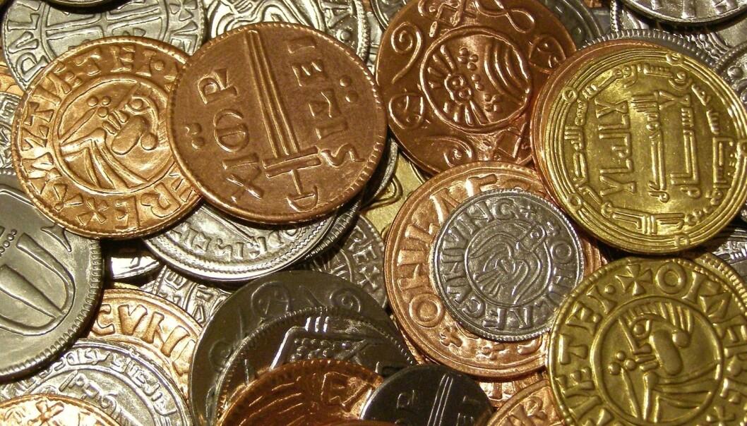 Islendingen Halldórr Snorresson ville ikke ha kongens mynt. Han ville ha skikkelig sølv, og det hjalp ikke at andre av kongens folk godtok myntene som betaling.  (Illustrasjons: Shutterstock / NTB scanpix)