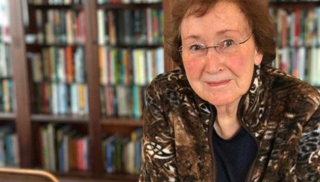 Kari Lindbekk startet med doktorgraden på 1970-tallet, men måtte legge den bort. I en alder av 80 år ble hun ferdig. Hun har gitt et ganske sjeldent bidrag til norsk historieforskning, mener historiker Arne Solli.  (Foto: Siw Ellen Jakobsen)