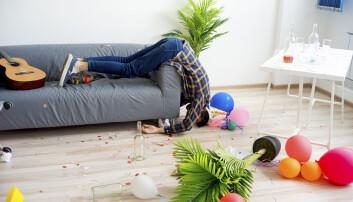 Når man er i 30-årene, har man ikke lenger tid til å ligge i dvale hele dagen, og derfor kan det virke som bakrusen er verre, sier forskerne. (Foto: Elena Nichizhenova / Shutterstock / NTB scanpix)