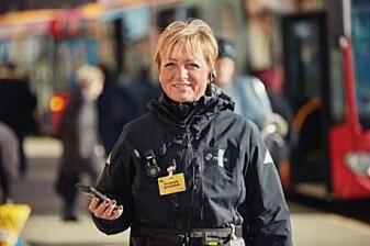 Billettkontrollører er en av de gruppene av offentlig ansatte som ofte blir utsatt for vold og utskjelling på jobben (Foto: Ulrik Jantzen, Movia)