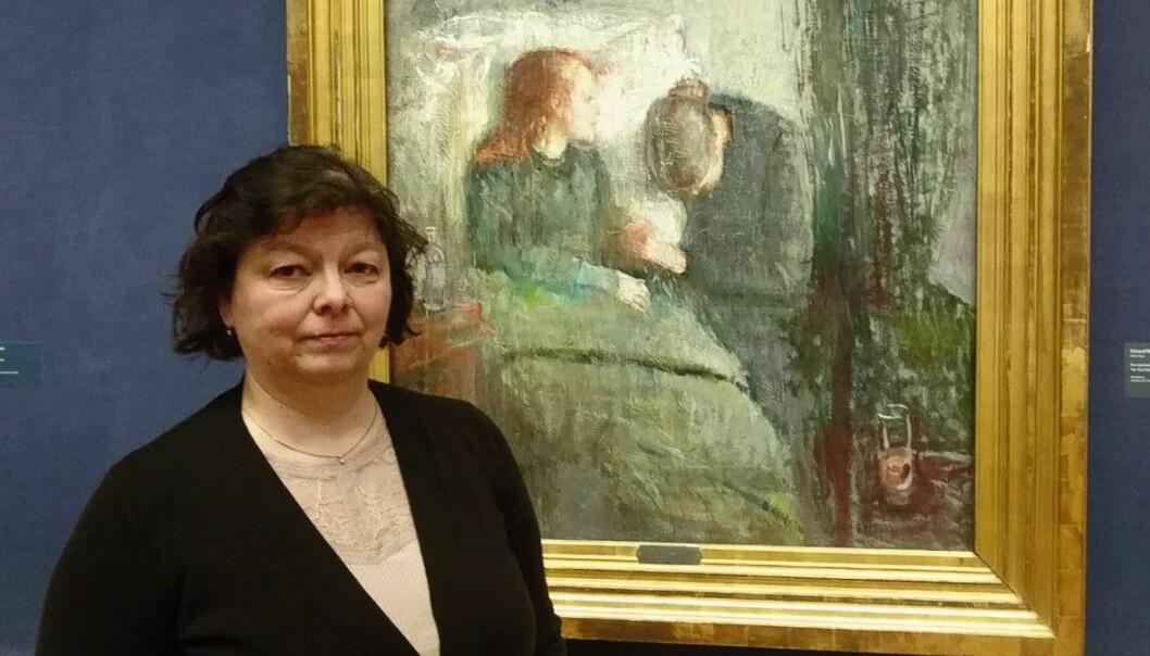 – Jeg tror dette bildet var med på å bestemme at jeg skulle bli kunsthistoriker, sier Ellen Lerberg der hun står foran bildet «Det syke barn» på arbeidsplassen sin - Nasjonalmuseet. (Foto: Marianne Nordahl)