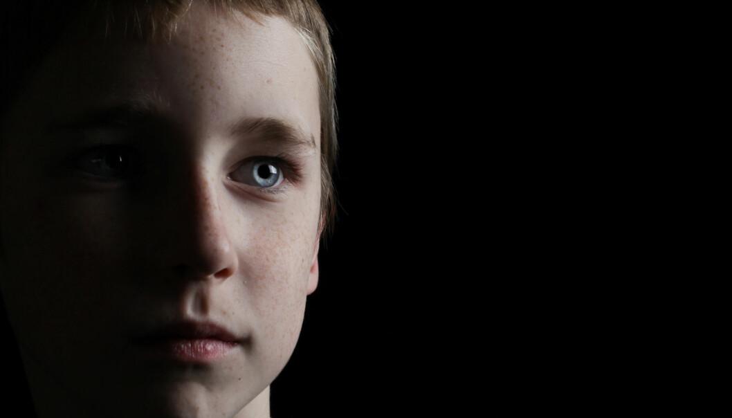 Tourettes syndrom kan kobles til strukturelle forandringer i arvemassen. Forskerne har nå funnet nærmere 500 gener som gir økt risiko for å få syndromet. En av hypotesene til forskerne er at enkelte nerveceller ikke posisjonerer seg normalt under hjernes utvikling og modning. (Foto: Shutterstock/NTB scanpix)