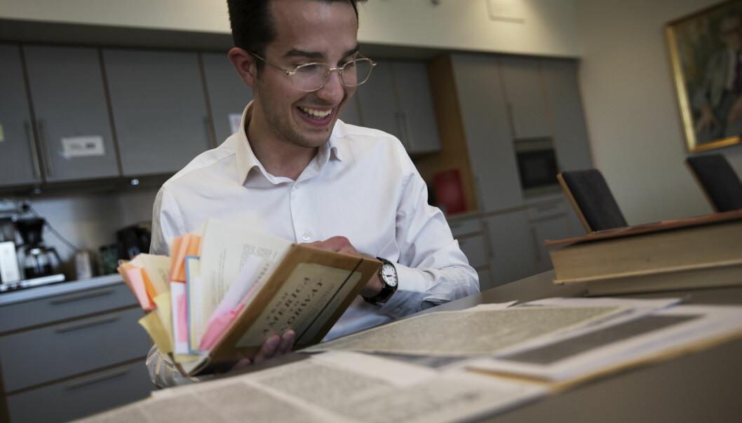Historiker Henrik Olav Mathiesen har undersøkt forekomsten av amerikabrev i norske aviser på 1800-tallet. (Foto: Morten S. Smedsrud, Apollon)