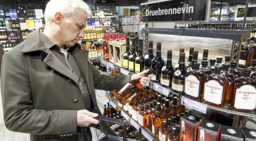 Eldre i Norge drikker fremdeles oftere enn unge