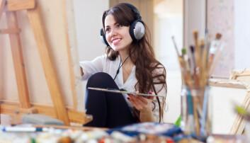 Evnen til å få nye ideer stimuleres av å høre på glad musikk, viser forskningen.  (Foto: Iakov Filimonov / Shutterstock / NTB scanpix)