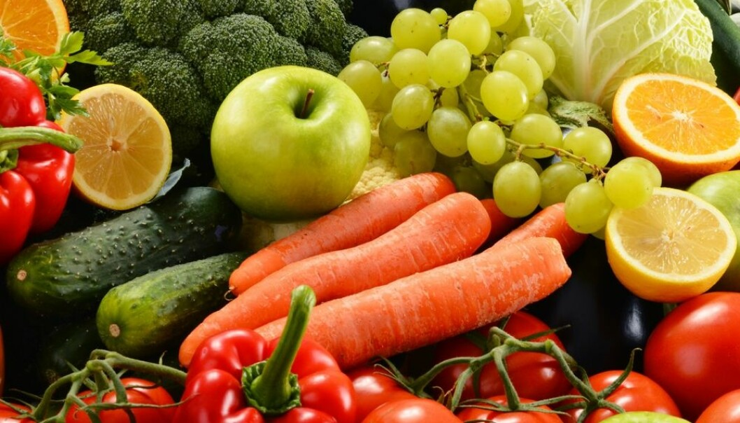 Minst «fem om dagen» lyder rådet fra Helsedirektoratet. En stor internasjonal studie bekrefter at du absolutt bør spise frukt, grønt og bær. Men du kommer langt med bare tre eller fire porsjoner.  (Foto: monticello / Shutterstock / NTB scanpix)