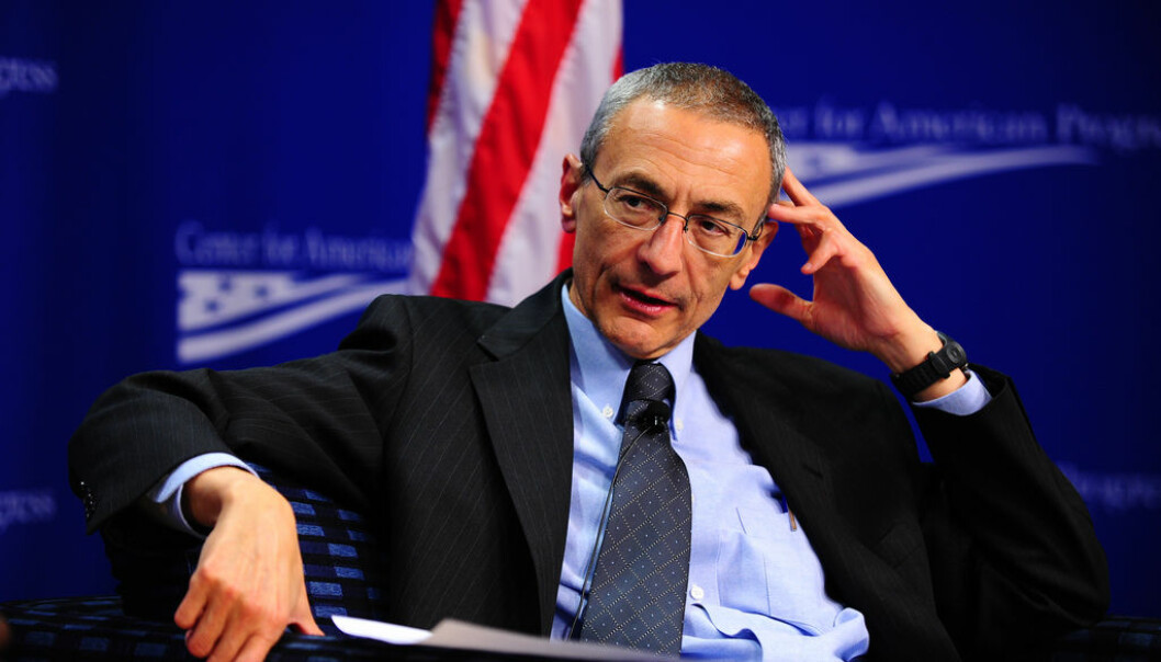 John Podesta jobber for å sikre internasjonal støtte til amerikanske klimaforskere. Nylig besøkte han norske forskere for å diskutere det han mener er et angrep på klimaforskningen.  (Foto: Center for American Progress/Flickr CC BY-ND 2.0)