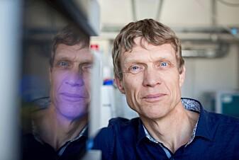 Vincent Ejisink leder en forskergruppe som leter etter de riktige enzymene. (Foto: Håkon Sparre)