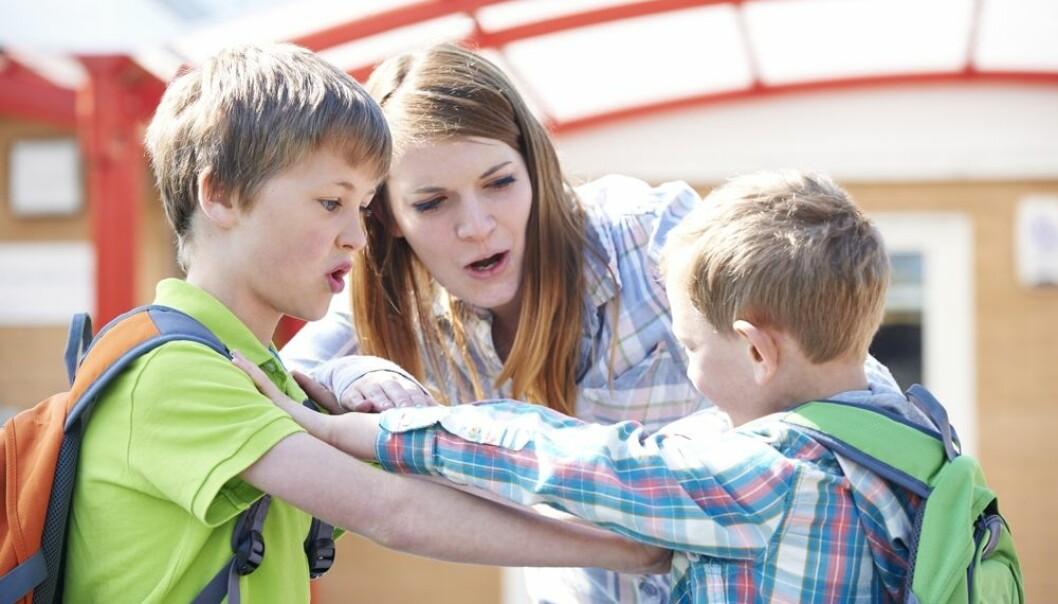 Når en elev har problemer på skolen, kan det ha sammenheng med miljøet i skolen eller forhold i hjemmet. Det er en fare for at de ansatte i skolen overser slike problemer når de er så opptatt av diagnoser, mener forskere.  (Foto: Shutterstock)