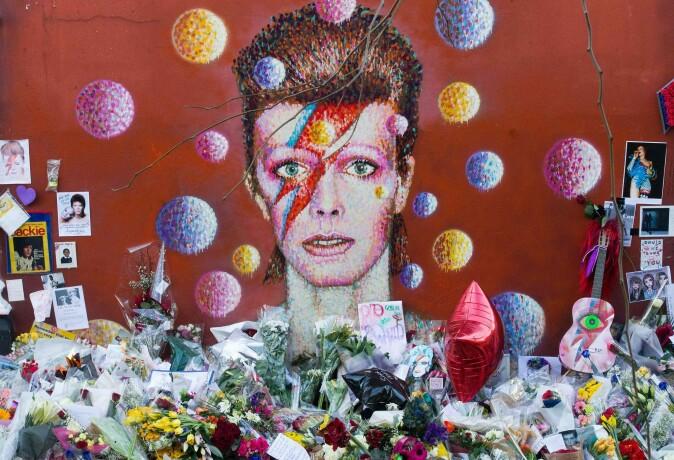Mange som har vokst opp på 1970-tallet, vil sikkert kunne huske hvor de var den dagen David Bowie døde (Foto: AFP / JUSTIN TALLIS / painted by Australian street artist James Cochran, aka Jimmy C / Shutterstock)