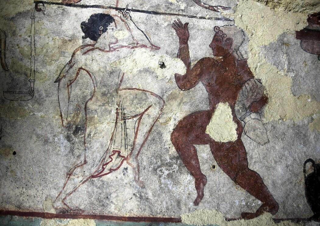 Etruskernes erotiske ritualer, blodritualer og ekstatiske dansing skulle bringe sjelen trygt fram til dødsriket. Bildet er fra Løvinnenes grav i Tarquina.
