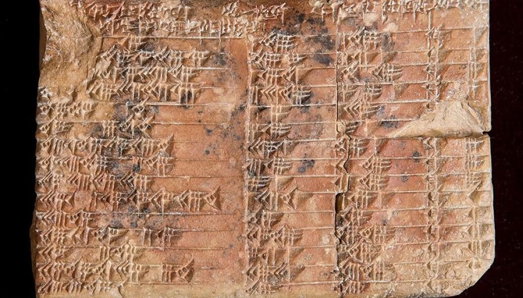 Leirtavla «Plimpton 322» kom til USA med arkeologen Edgar J. Banks som mange hevder var forbildet for Iniana Jones-figuren. Navnet fikk den fordi han solgte den videre til George Arthur Plimpton. (Foto: Andrew Kelly, UNSW)