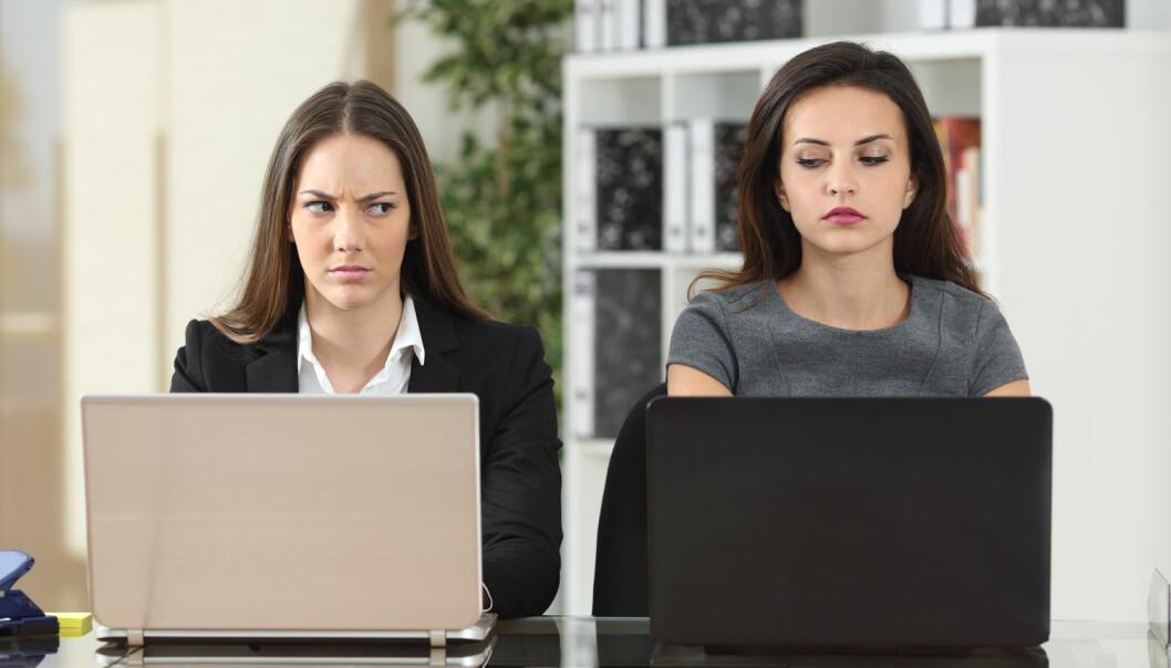 Hvis du hele tiden er irritert på en kollega, er det sannsynlig at du ubevisst er misunnelig på ham eller henne, sier forskere.  (Foto: Antonio Guillem / Shutterstock / NTB scanpix)