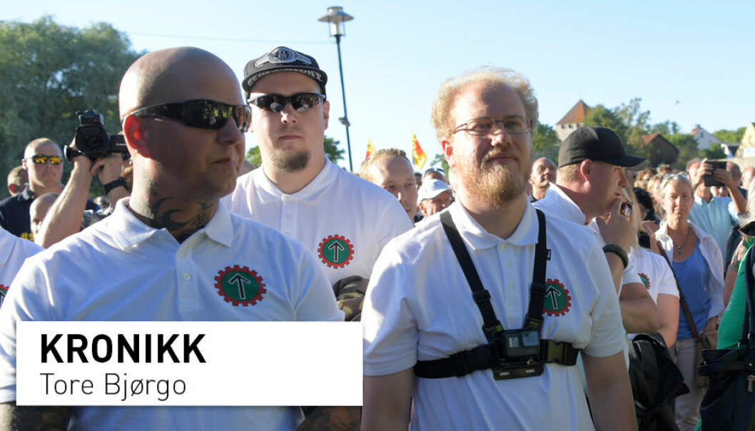 – Det er vanskelig å se at Den nordiske motstandsbevegelsen med sine strenge leveregler appellerer til særlig mange unge, skriver kronikkforfatteren. Bildet er fra da den høyreekstreme organisasjonen demonstrerte i Almedalen i Sverige, i juli 2018. (Foto: Håkon Mosvold Larsen / NTB scanpix)