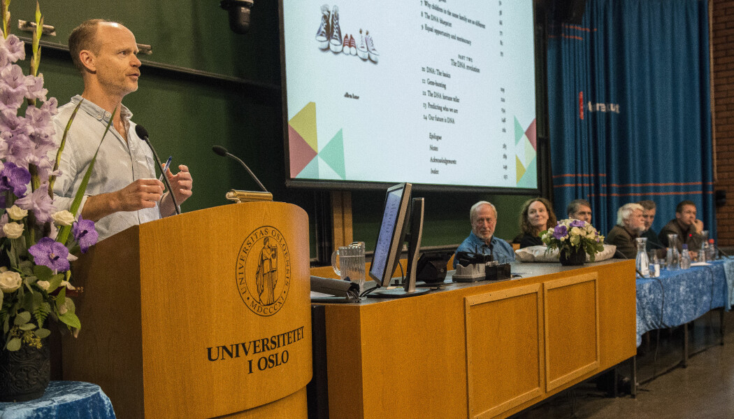 Da sosiologen, komikeren og forskningsformidleren Harald Eia lagde serien Hjernevask i 2010 intervjuet han Robert Plomin. – Plomin ble mitt «point of no return». Etter å ha lest ham var det umulig å gå tilbake å se verden slik jeg tidligere hadde sett den, sa Harald Eia denne uken. Han var da invitert til Det samfunnsvitenskapelige fakultet ved Universitetet i Oslo for å lede en panel av norske forskere som skulle kommenterer Plomins foredrag. (Foto: Tron Trondal)