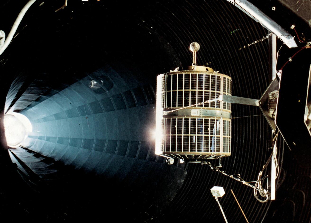 ESRO-1 under testing hos det som ble den europeiske romorganisasjonen ESA i Nederland i 1968. Foto: ESA