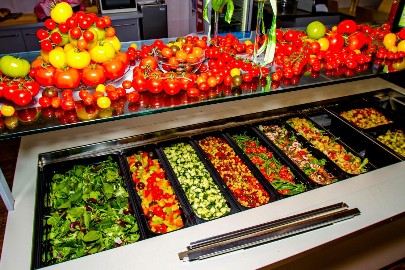 En ny undersøkelse av salatbarer i norske kantiner viser at bladsalat, tomat, potet, agurk og paprika er mest populært. (Foto: Emil Bremnes / Nofima)