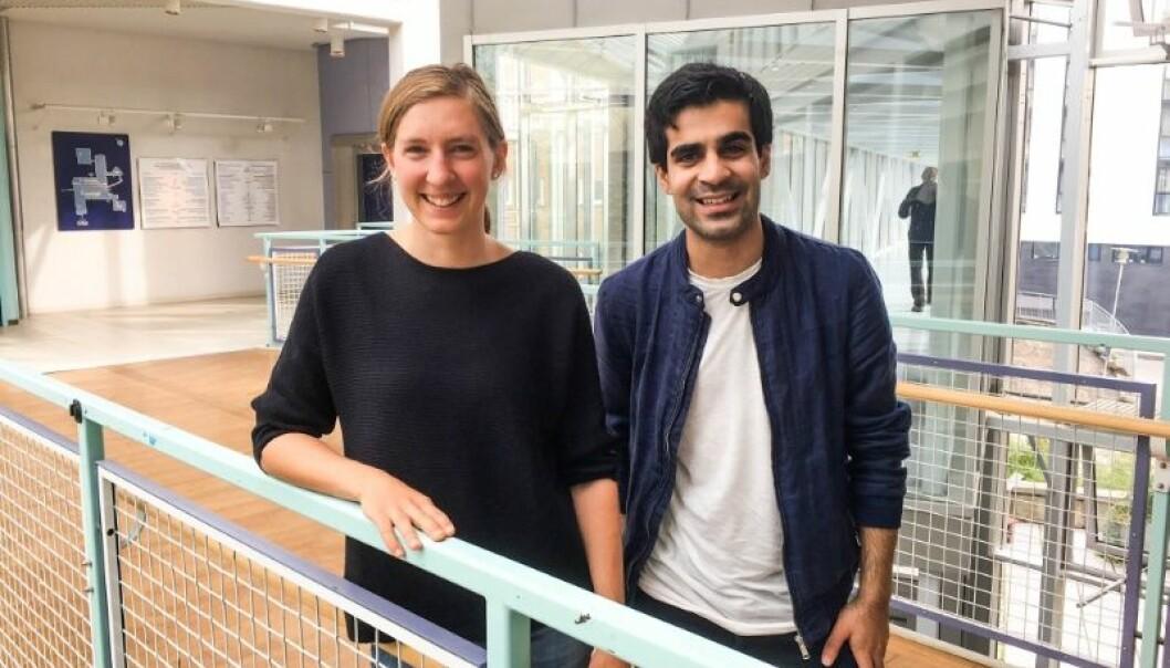 Førstamanuensis Johanna Laue og medisinstudent Parham Omid er med i et helt nytt nettverk som skal forbedre det daglige helsearbeidet med flyktninger. (Foto: Elisabeth Øvreberg)