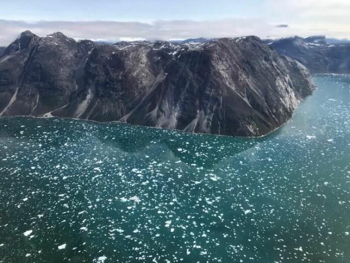 I Isua-sundet ved kysten av Grønland er eldgamle bergarter avleiret. Det har gjort det til et interessant sted for forskere som leter etter spor på tidlig liv. (Foto: Tue Hassenkam)