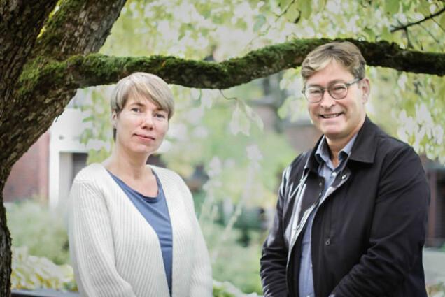 De to samfunnsforskerne Anne Skevik Grødem (Institutt for samfunnsforskning) og Jon M. Hippe (Fafo) har med finansiering fra Forskningsrådet gransket den politiske prosessen som ga oss et helt nytt pensjonssystem. (Foto: Eirin Konstad Nilsen)
