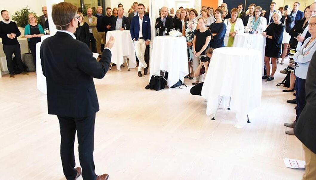 Den nye rektoren på Universitetet i Oslo, Svein Stølen, forteller hva han vil gjøre de neste fire årene. Publikum er folk fra det offentlige, næringsliv, akademia og andre.  (Foto: Ola Sæther)