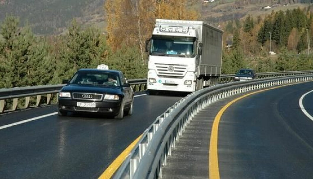 Veier med midtdeler slites mye raskere