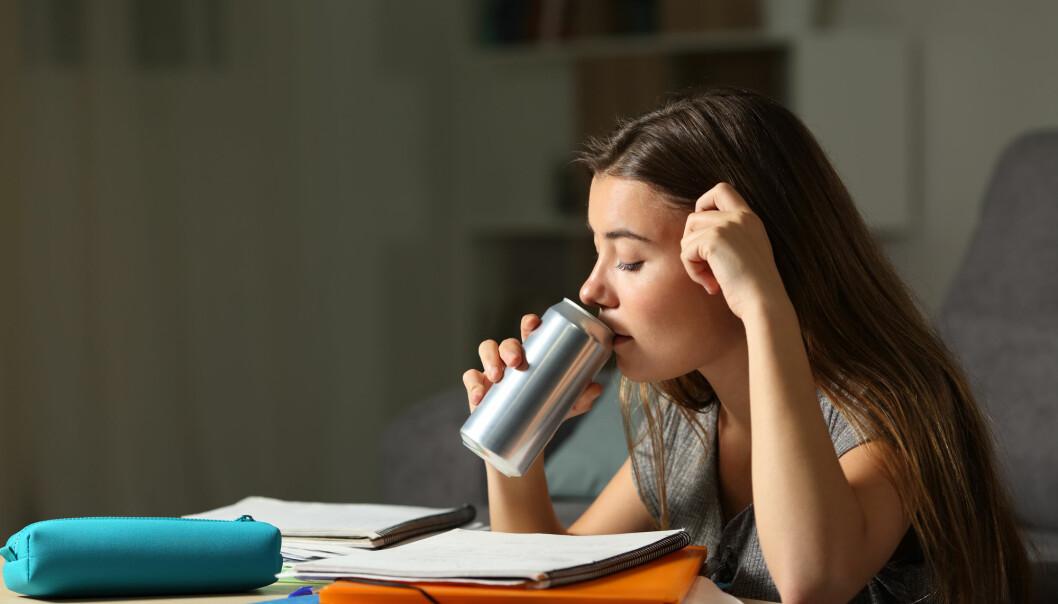 Kan energidrikke være skadelig for helsa til barn og unge? (Illustrasjonsfoto: Antonio Guillem / Shutterstock / NTB scanpix)