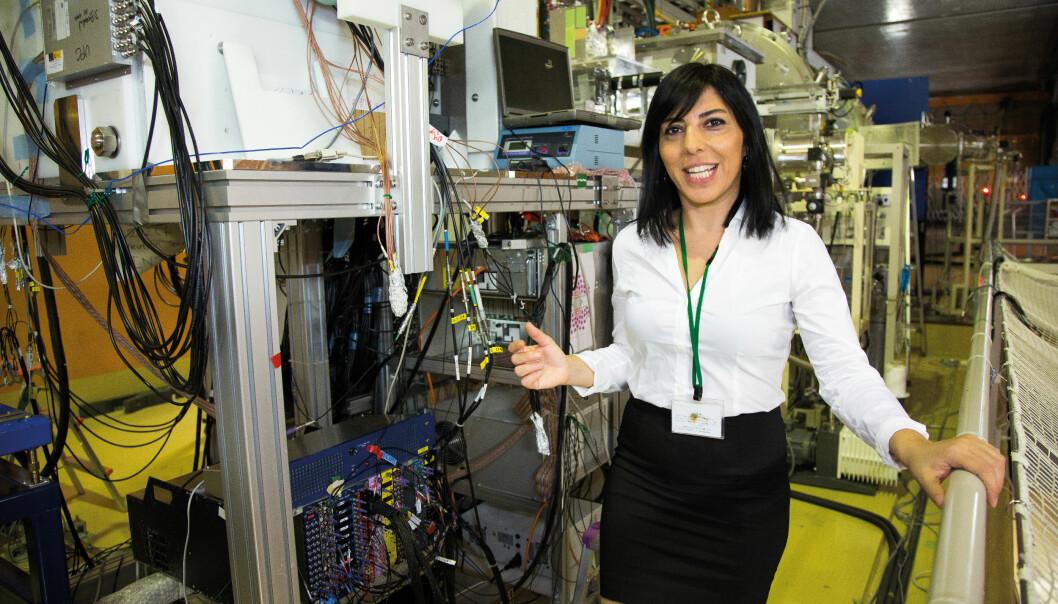 Eda Sahin er den aller første i verden som har klart å oppdage nye egenskaper i visse nøytronrike nikkel-isotoper. Forsøkene hennes ble gjort på verdens kraftigste syklotron, på Riken utenfor Tokyo.  (Foto: Yngve Vogt)