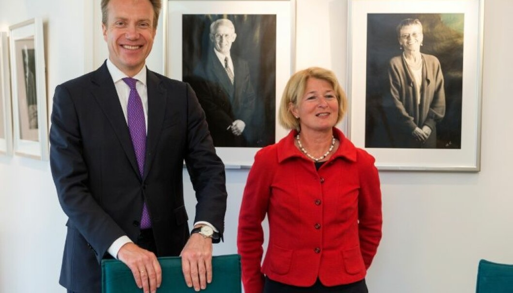 Utenriksminister Børge Brende og rektor Anne Husebekk ved UiT Norges arktiske universitet lanserte 15.august Mohnprisen i Tromsø.  (Foto: Tommy Hansen)