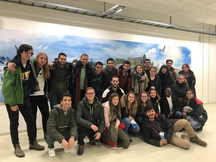 Studentene i «min» gruppe. 23 studenter fra ulike Europeiske land inkludert en student fra Russland, og noen studenter fra Canada og Tunisia. (Foto: NTNU Energi)