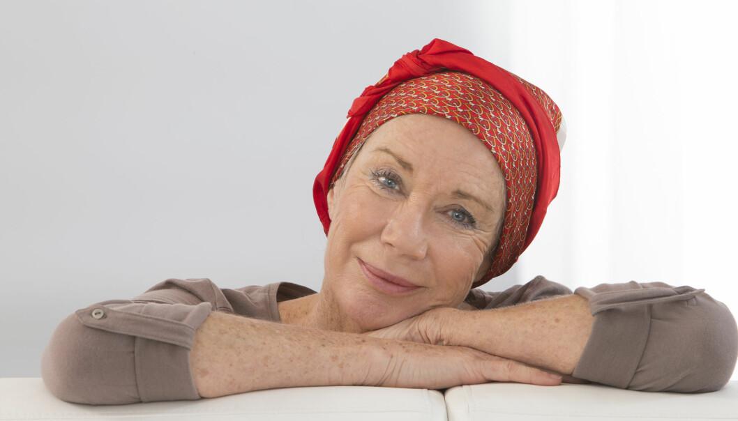 Kvinner i 70-årene begynte ofte å røyke som tenåringer. De som ikke har klart å slutte, har derfor en lang røykehistorie. Det er bare kvinner i denne aldersgruppen som ikke har hatt en tydelig nedgang i lungekreft. Men det kan være bedring i sikte. For første gang aner Kreftregisteret en nedgang i lungekreft også blant kvinner. (Foto: JPC-PROD / Shutterstock / NTB scanpix)