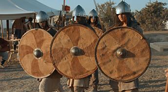 – Vikinger kjempet ikke bak murer av skjold