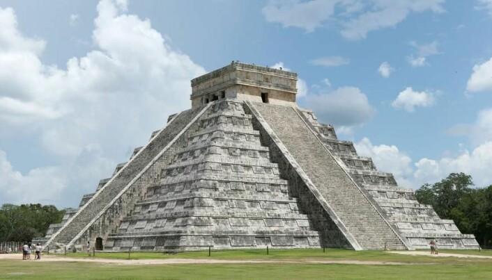Ifølge Jesper Nielsen var mayaene i Mesoamerika også glade i kakao, som ble drukket ved større seremonier. Her er det «Krigerens Tempel» ved ruinbyen Chichen Itza i det sørøstlige Mexico. (Foto: Daniel Schwen/Wikimedia Commons)