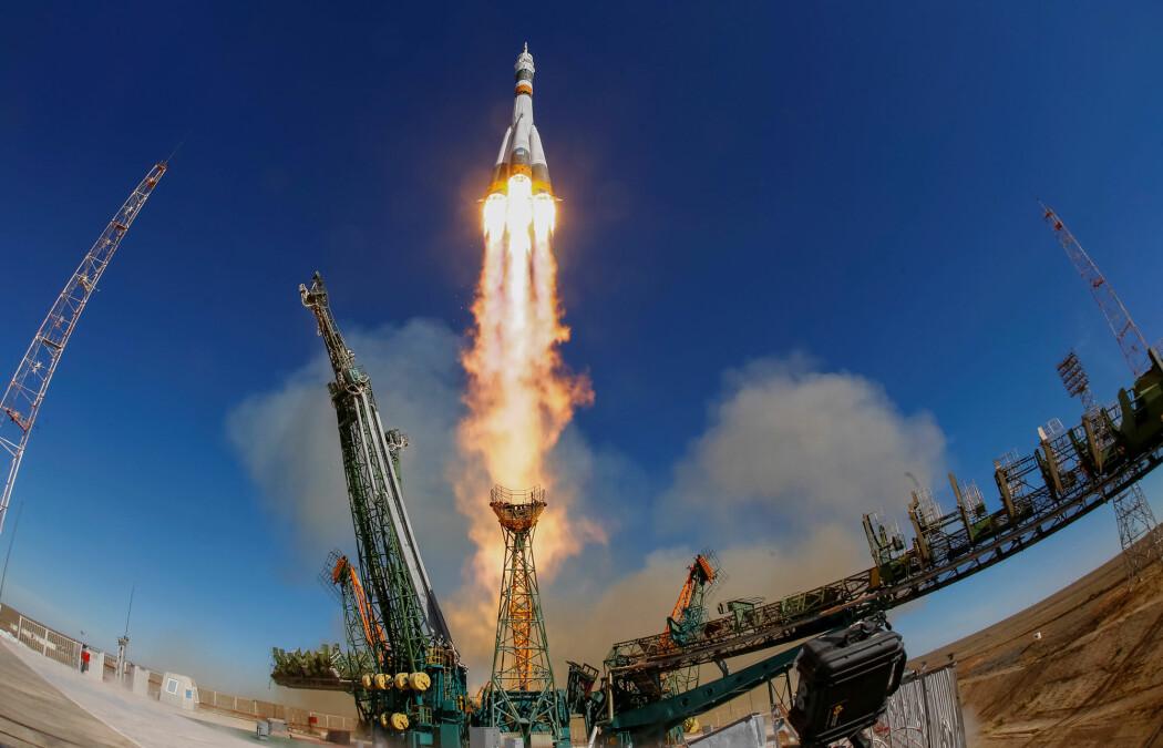 Soyuz MS-10 forlater rampen ved Baikonur-basen. Noen minutter etter dette bildet ble tatt, skjedde det en katastrofal feil. (Bilde: REUTERS/Shamil Zhumatov/NTB Scanpix)