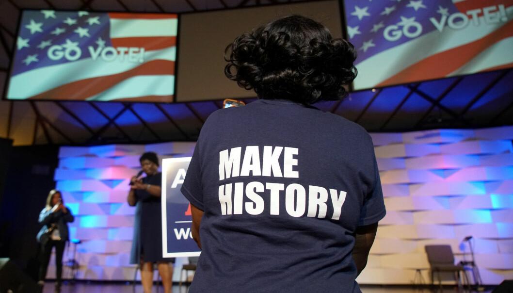 Det er mange år siden amerikanske meningsmålere har registrert så stor engasjement blant velgerne før et mellomvalg til Kongressen som i år. Her fra et valgmøte for demokratene i Georgia 26. oktober. (Foto: Lawrence Bryant /Reuters / NTB scanpix)