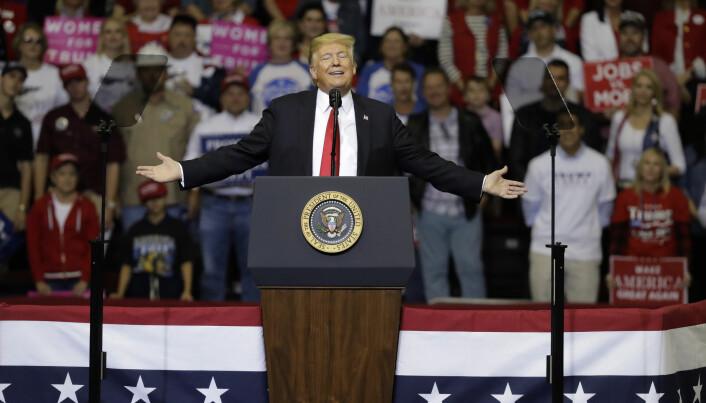 Donald Trump engasjerer – og splitter – velgerne ved årets valg. Her fra et valgmøte for republikanerne i Houston, Texas, 22. oktober. (Foto: Eric Gay / AP / NTB scanpix)