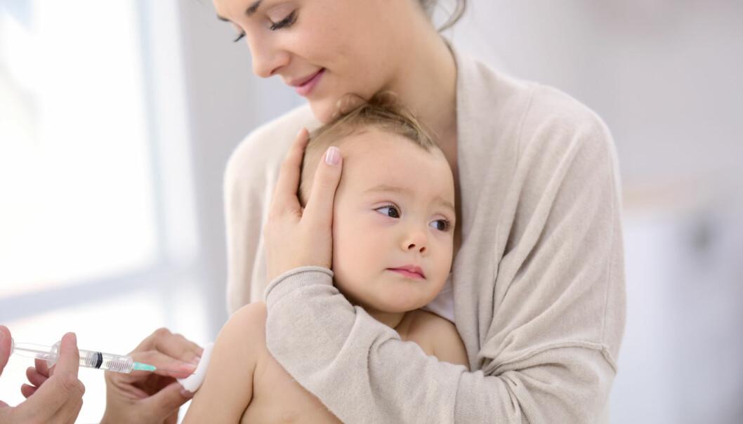 Et lite prikk i armen i barndommen kan føre til livslang beskyttelse mot en lang rekke sykdommer. Noen typer vaksiner styrker immunforsvaret og gir beskyttelse mot mange sykdommer, viser ny dansk forskning.   (Foto: goodluz / Shutterstock / NTB scanpix)