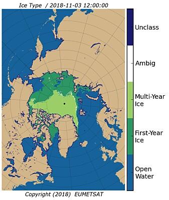 Målinger laget ved hjelp av scatterometer på en værsatellitt. Figuren viser hvor det er åpent eller nesten åpent hav (blått), hvor det er gammel is (lysegrønn) og hvor det er ny is (mørkegrønn). Den hvite og helt mørkeblå fargen viser områder der målingene er usikre. (Copyright: EUMETSAT)
