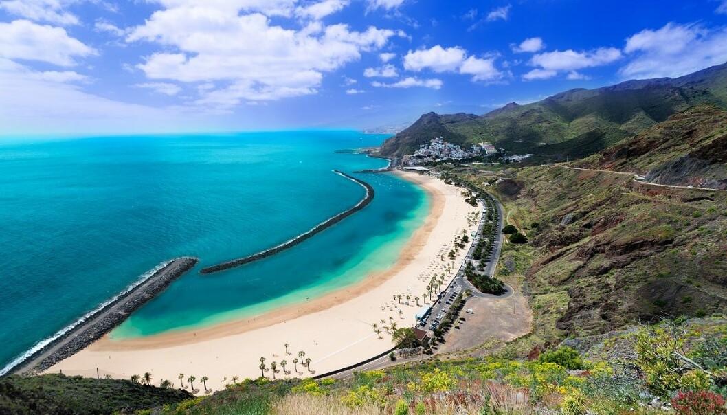 Flere strender har blitt stengt de siste ukene. Det gjelder blant annet den populære stranda Teresitas, som ligger i Santa Cruz på Tenerife. (Foto: Nanisimova, Shutterstock, NTB scanpix)